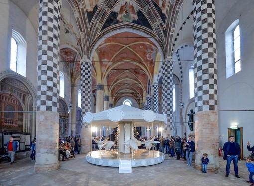 L'installazione dell'artista albese Valerio Berruti, esposta nella chiesa di San Domenico