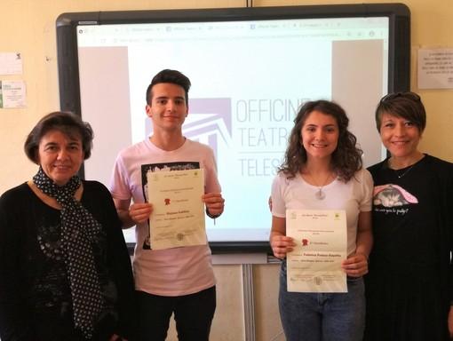 Stefano Vallino e Federica Casetta, insieme alle docenti Annalisa Anolli ed Elena Rolando
