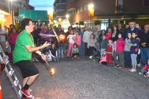 Alba, per la 7ª Festa 'D Magg protagonisti street food, musica concerto dei Trelilu e tante attrazioni per tutti