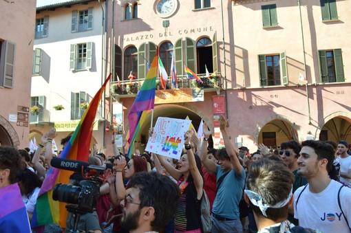 Un momento dell'Alba Pride 2018 (Foto di Stefano Livigni, Fb De-Generi)