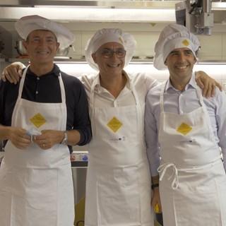 Il sindaco Bo coi colleghi Gori (Bergamo e Pizzarotti) nelle cucine di Alba Accademia Alberghiera