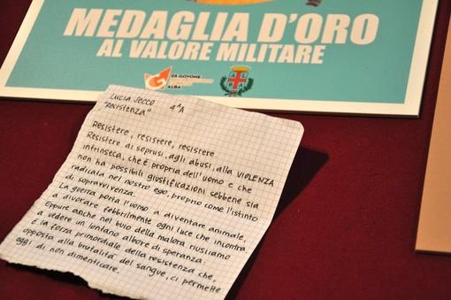 """Dagli allievi del Pinot Gallizio manifesti e scritti d'autore per ricordare """"i ventitré giorni della città di Alba"""""""