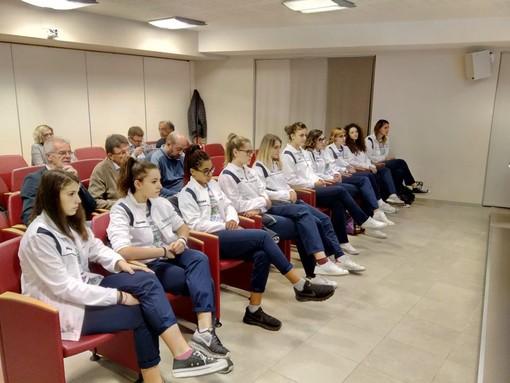 Alcuni momenti della presentazione avvenuta ieri presso la sede dell'Associazione Commercianti Albesi