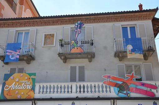 A Monforte d'Alba il mondo del Piccolo Principe tra teatro, musica, arte e scenografie a cielo aperto