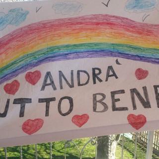 Uno dei tanti messaggi di speranza scritti dai bambini cuneesi