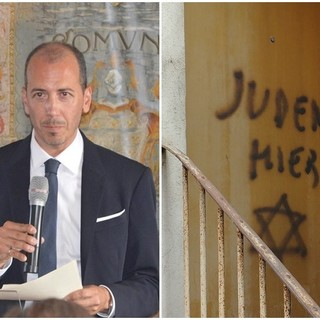 L'avvocato Alessio Ghisolfi e la scritta antisemita comparsa sull'abitazione di Aldo Rolfi a Mondovì (copyright Targatocn.it)