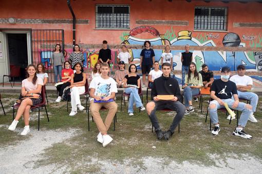 """Foto di gruppo per i partecipanti al progetto """"Estate lavoro"""""""