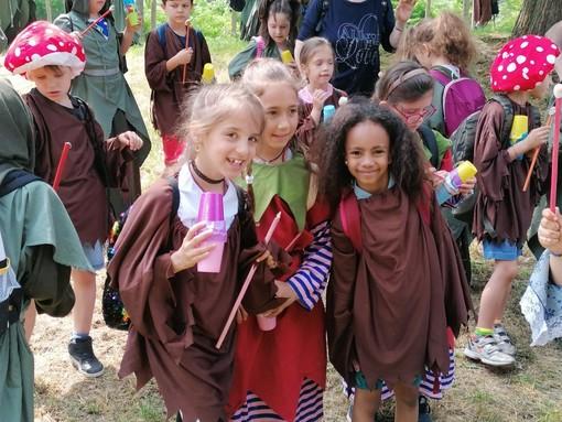 Bimbi protagonisti questa mattina ad Alba per la grande festa in costume promossa da Egea