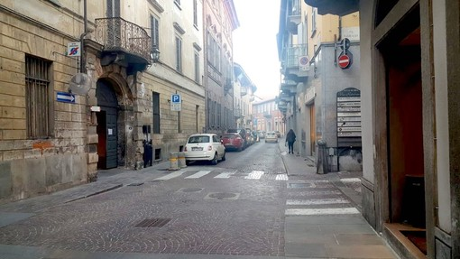 Via Vittorio Emanuele a Bra (archivio)