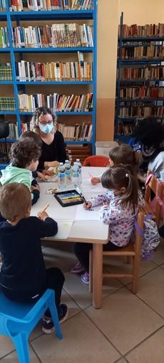 Biblioteca di Caramagna, letture e laboratori per bambini tornano in presenza