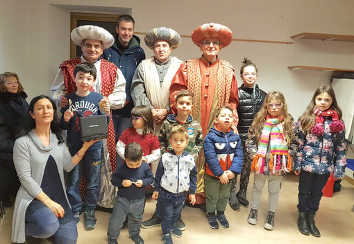 Re Magi carichi di doni in visita ai bimbi di Bosia
