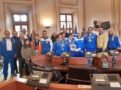 Gli atleti del team Sportiamo Onlus in Municipio