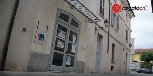 L'ingresso della biblioteca di Barge