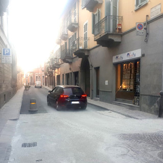 Bra, via Vittorio riapre al traffico nel tratto tra via Rambaudi a via Verdi