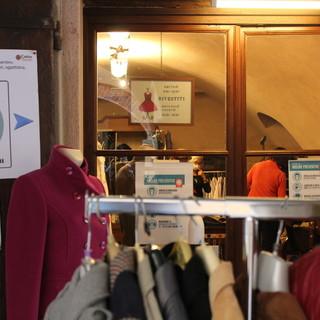"""""""Rivestiti"""" la boutique di Caritas Saluzzo in via Volta"""