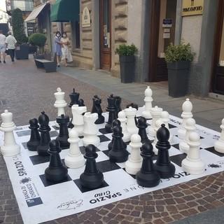 Bra, tutti pazzi per il gioco di dama e scacchi in pieno centro città