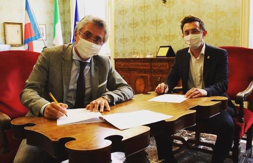 Il sindaco albese Carlo Bo con l'assessore al Turismo ed esponente di Fratelli d'Italia Emanuele Bolla