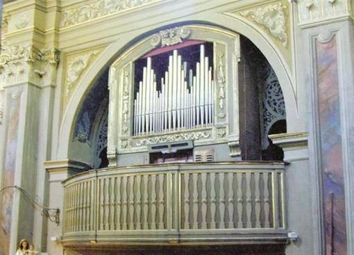 L'organo della chiesa di San Giovanni Battista, a Barge