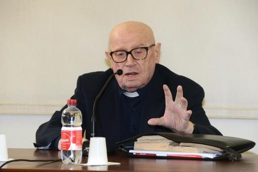 Don Cesare Battaglino,: originario di Vezza d'Alba, aveva 95 anni