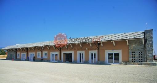 Il fabbricato che ospita la scuola elementare di Bagnolo Piemonte