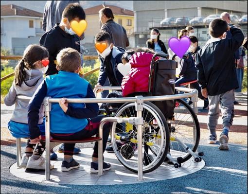 L'inaugurazione del parco giochi inclusivo, e l'area dell'ex lavatoio riqualificata - (Foto pagina Facebook Comune di Barge)