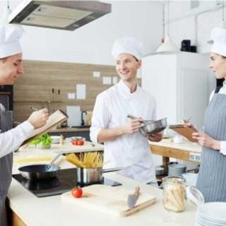 Il settore della ristorazione è in continua ricerca di personale, progetta il tuo futuro con Food & Drink