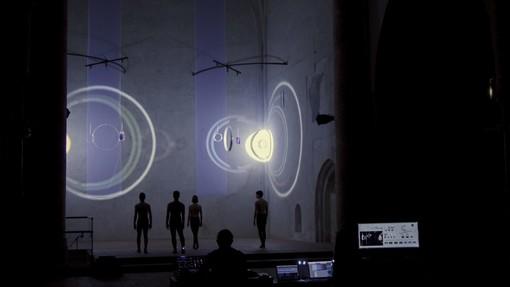 """Cuneo: performance di luci, musica e danza per la mostra """"E luce fu"""""""