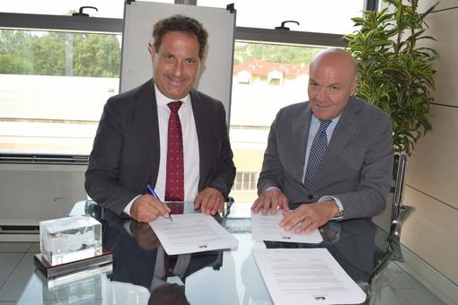 L'amministratore delegato del Gruppo Egea, PierPaolo Carini, col responsabile delle sedi Pegaso e Mercatorum di Alba e Bra, Carmine Maffettone