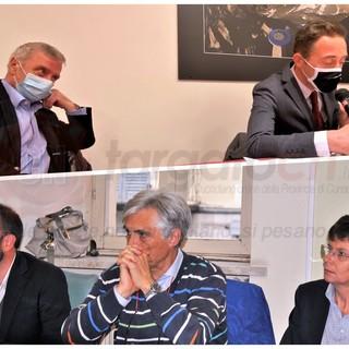 In alto, Aldo Perotti e Fabrizio Re, vicesindaco e sindaco di Crissolo. In basso, da sinistra, Fabio Gottero, Sergio Beccio e Marisa Argento: l'opposizione di Paesana