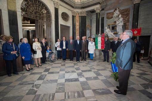 """Vicoforte: l'omaggio del gruppo """"Croce Bianca"""" di Torino alle tombe dei Savoia"""