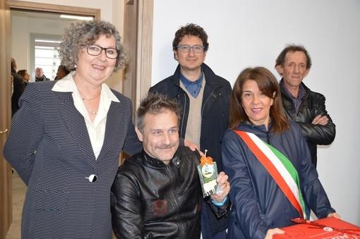 """Carrù, doppia festa: inaugurata la """"Casa delle Associazioni"""" e svelato il gadget ufficiale della Fiera nazionale del Bue Grasso (FOTO e VIDEO)"""