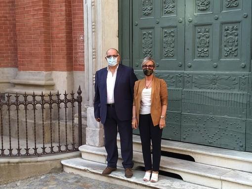 Il presidente nazionale della Camera di Cooperazione Italo Araba Mario Mancini con la parlamentare cuneese Monica Ciaburro