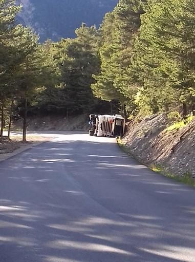 Colle della Maddalena chiuso per un camion rovesciato sul lato francese