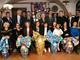 """Tutti i soci e gli ospiti presenti alla serata degli """"Auguri di Pasqua"""", col presidente del L.C. Carrù-Dogliani, Raffaele Sasso e le uova sorteggiate"""