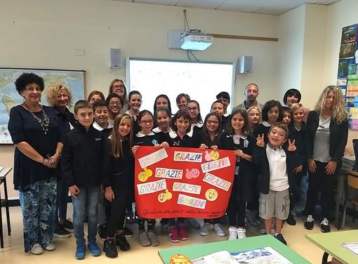Santa Vittoria d'Alba, una lavagna multimediale per gli studenti della 5ª elementare di Cinzano