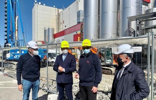 Il presidente Cirio alla posa della prima pietra della seconda torre di sprayatura Inalpi