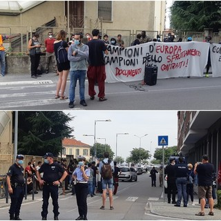 Saluzzo, la manifestazione davanti alla sede di ConfAgricoltura