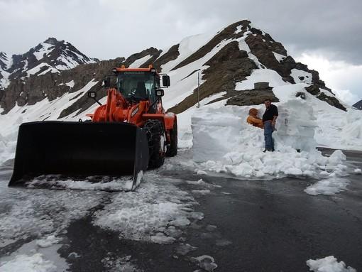Riapre il Colle dell'Agnello: finite le operazioni di sgombero neve