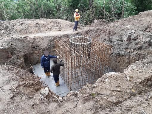 I lavori di getto delle fondamenta a Castellar