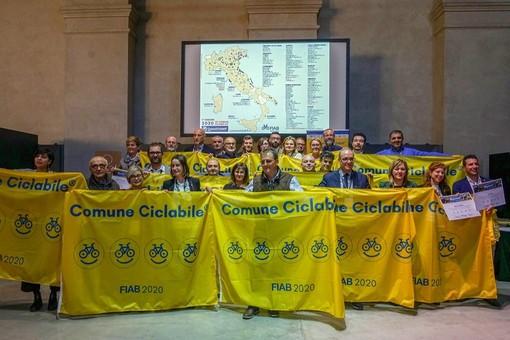 """Alba città a misura di ciclista: la Fiab le conferma le """"tre biciclette"""" in attesa della quarta in primavera"""