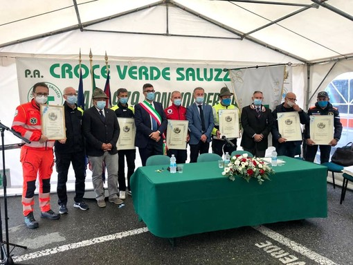 Cerimonia di conferenza - foto tratte dalla pagina facebook del sindaco Calderoni