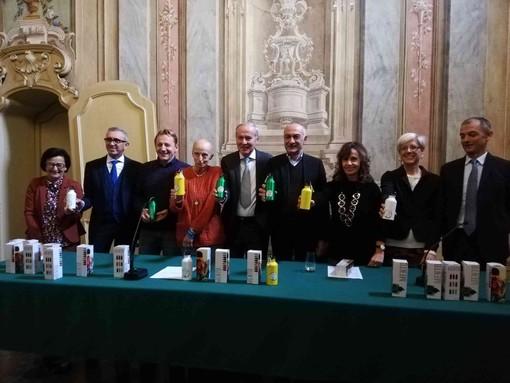 """6000 borracce da Fondazione e Cassa di Risparmio di Fossano per """"risparmiare"""" l'ambiente"""