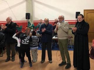 """La cena di solidarietà """" Aspettando il Natale"""" del Rotary Saluzzo nella sede Caritas con il presidente Luigi Musacchio e il vescovo Cristiano Bodo"""