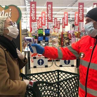 Volontari in azione presso i punti vendita doglianesi