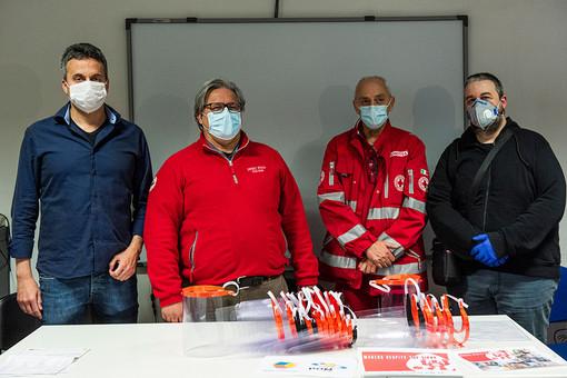 La consegna avvenuta venerdì presso la sede Croce Rossa di Alba (Foto Barbara Guazzone)