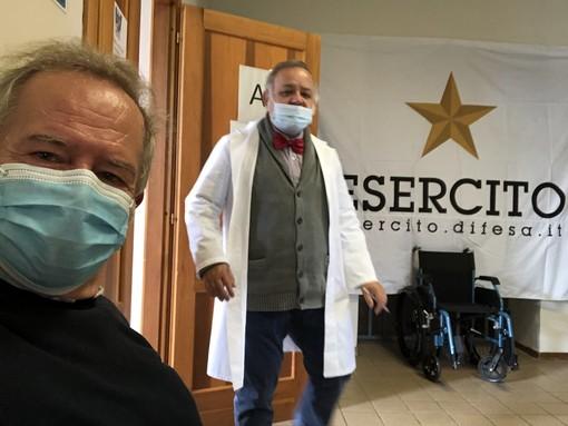 Danilo Paparelli, uomo di Mondo vaccinato nella Caserma Vian di Cuneo