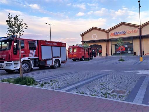 I Vigili del fuoco nel parcheggio del Mercato' di Dronero