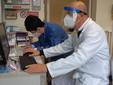 Il dotto Domenico Montù nel centro vaccinale di Saluzzo