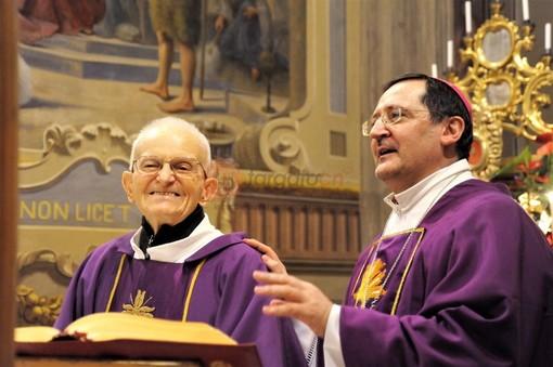 Da sinistra don Luigi Destre, insieme al vescovo di Saluzzo, Monsignor Cristiano Bodo