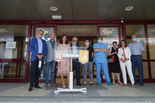 La consegna della culla Mabim da parte di Zonta club Cuneo e Lions club Cuneo.